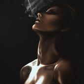 """""""Девушка, выдыхающая дым"""""""