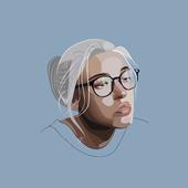 Девушка в очках.