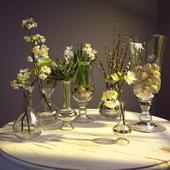 Семь ваз с цветами