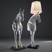 Стоящая лошадь (Standing Horse).