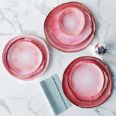 Сет из тарелок в розовой глазури неправильной формы