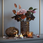 Decorative set with dried flowers