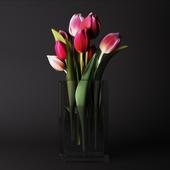 Букет тюльпанов в стеклянной вазе