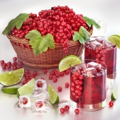 Смородиновый сок с ягодами