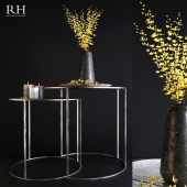 Tables Rh and yellow flowers