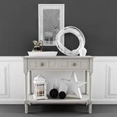 Столик с набором декора