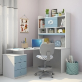 Writing desk and decor for a nursery 3