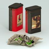 Жестяная банка от кофе и монпансье на бумаге