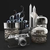 Вазы и фотоаппарат Leica