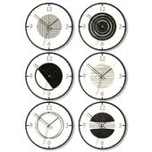 Набор настенных часов с геометрическими фигурами.