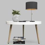 Журнальный столик Toni Signal с декором и настольная лампа Azzardo Penelopa