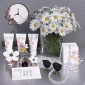 Daisy Vase + Marc Jacobs decorative set