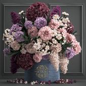 Букет цветов в подарочной коробке 87.