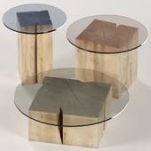Набор квадратных столиков из пней и слэба со столешницей из стекла.
