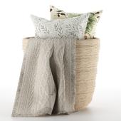 Подушки и плед в корзине