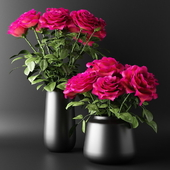 Bouquets of red roses in black vases | Bouquets of red roses in black vases
