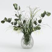 Букет из эвкалипта с травой и цветками