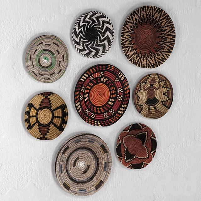 Плетёные африканские настенные корзины.